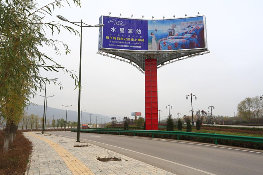 公司投资建设的户外大型立柱广告牌